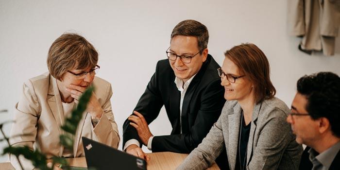 agineo-Mitarbeiter sprechen über ServiceNow-Lösungen ©agineo